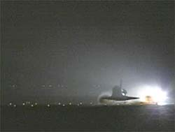 Space Shuttle Discovery lands, August 9, 2005